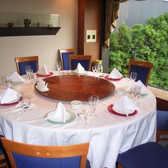 最大24名様まで対応可能な個室は会社宴会にもご利用頂けます。