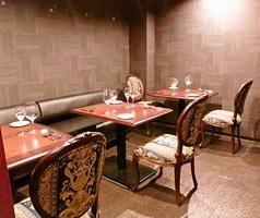 テーブルは利用シーン・お客様のご要望に合わせて、繋げたり・2名席に出来ます。特別な方とのデートや記念日、お誕生日などにも◎。雰囲気の良い店内でいつもより、話も弾みます。