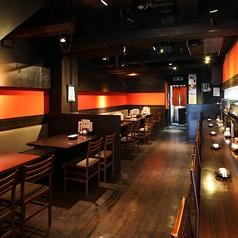 一階テーブル席は4名席が5つ、それぞれ連結させれば団体でのお客様もご利用頂けます。