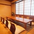6から最大8名様まででご利用いただける二階個室は会社のご宴会や同窓会のご利用に。人数や用途などのご相談もお承りします。