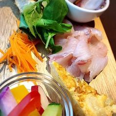 前菜の盛り合わせ(魚介類と野菜を中心に)