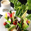 料理メニュー写真厳選野菜のバーニャカウダ 自家製のアンチョビクリームソース