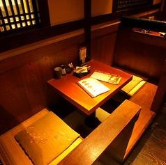 半個室タイプのお席です。2名様でのご利用にぴったり!大切な方とのデートや記念日に。仕切りがありますので、プライベートのような空間で周りを気にせずゆったりお楽しみいただけるお席です!当店自慢の炭火焼鳥や季節限定の日本酒などご用意してお待ちしております♪