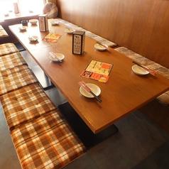 テーブルは4名様席×4卓、2名様席×1卓ございます。テーブルを繋げると最大16名様までOKですので、大小の宴会お待ちしております!!