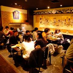 ホールに広がるテーブルのお席は個室ではございませんが25名~最大35名のお客様での貸し切りが可能になっております♪また、飲み放題付の宴会プランもございますので、貸切の際はご安心下さい♪また、飲み放題内容も生はもちろんのことワインや日本酒もご用意しておりますのでご安心ください!お得なクーポンもございます!