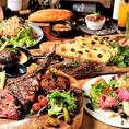 骨付きリブロース トマホークステーキを堪能できる飲み放題付きコースを6,000円(税込)でご提供しております!厳しい基準をくぐり抜けたアメリカ産アンガスビーフ。そのアンガスビーフを使用した肉料理をたっぷり味わえる料理が盛り沢山です♪ドリンクは全25種類!是非ご賞味下さい!
