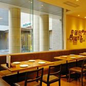 様々なシーンのご宴会、お食事会にも使いやすい、4人掛けのテーブル席を多数ご用意いたしております。