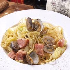 料理メニュー写真アサリとキャベツのアンチョビガーリックパスタ