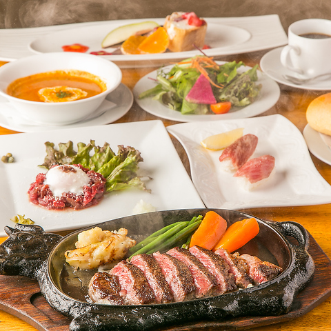 A4、A5ランクの黒毛和牛のステーキや熊本直送の馬刺しを味わえる、シーフードも。