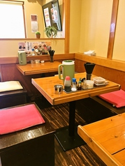 2人用のテーブル席ございます。デートや女性だけの客様も大歓迎です♪繋げますと10人お座りになれます。
