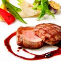 料理メニュー写真ホルモンフリー若姫牛フィレ肉のグリル 赤ワインソース
