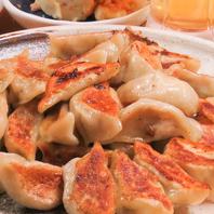 毎日一つ一つ皮から手作りの絶品餃子!国産豚ミンチ使用