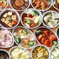 料理メニュー写真牛肉、ソーセージ、採れたて新鮮野菜、揚げ物、串もの、点心、焼きおにぎり等