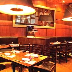 オシャレなイタリアン居酒屋★広々としたテーブル席は、ちょっとした集まりや6名様でもコースをご利用頂けます♪プライベート空間で気兼ねなくお食事をお楽しみいただけます★(※写真は系列店です。予めご了承ください)