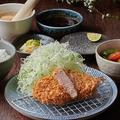料理メニュー写真うめぶたロースかつ定食(90g)