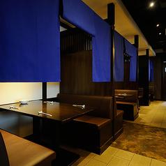 2~4名【4名掛けボックス席】 ◆3面囲いの暖簾がかかったボックス席。周りを気にせず落ち着いてお楽しみいただけます。