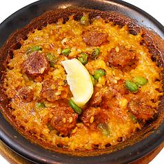 料理メニュー写真チョリソーと豆のパエリア