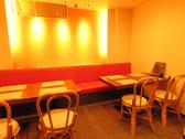 店内奥のテーブル席は2名~12名まで席の連携が可能です。[女子会/宴会/誕生日/デート/広島/果実酒/単品飲み放題/袋町/スイーツ/デザート/肉/野菜/コース]