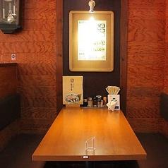 【テーブル席 4名様席×2】4名様様のお席もございます。ご友人やご家族とのお食事にも最適です!ぜひご利用ください♪