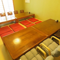 最大12名様までご利用可能なお座敷個室があります。ご親族での慶弔事や会社の宴会・歓送迎会、同窓会・同人会などにご利用ください。