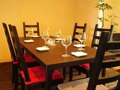 お洒落なインテリアで統一された店内。ランチ、カフェ、ディナーと様々シーンで使いやすい!