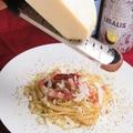 料理メニュー写真たっぷりベーコンのペペロンチーズ