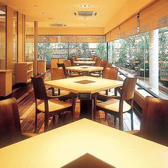 【テーブル4名席】車椅子のままでお食事いただけるゆったりと造られたイス席(4名様席)