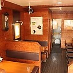 【テーブル席 2名様席×1】2名様用のお席はデートにも最適!アットホームな店内でゆっくりとお食事をお楽しみいただけます!
