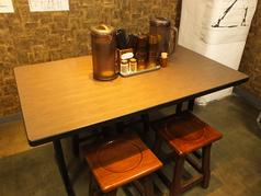 4名様掛けのテーブル1卓ご用意しております。