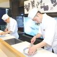 確かな技術を持つ職人たちが手掛ける上質なふぐ料理は、地域や季節を問わず【最上級の美味しさ】でご堪能いただけます。調味料となる食材は各地から直送した厳選食材を使用。ふぐの旨味を最大限引き出す為には努力を惜しみません。