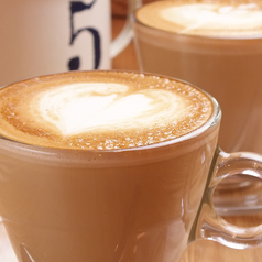 料理メニュー写真コーヒー/カフェラテ/カフェモカ/アーモンドラテ/メープルラテ