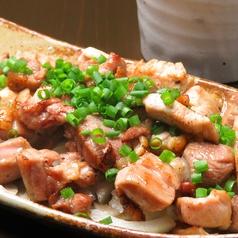 料理メニュー写真地鶏焼【にんにくor柚子胡椒】