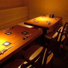 雰囲気の良いテーブル席で楽しんでください♪