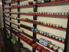 2Fには所狭しと並んだ骨董品の数々