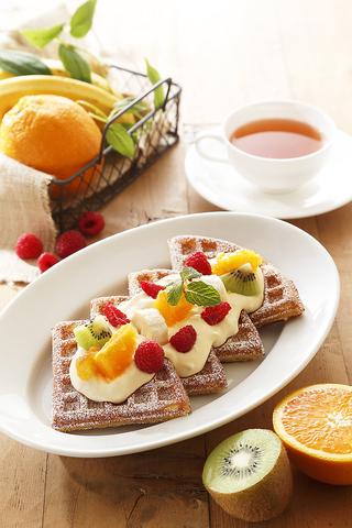 北海道産の生乳で作ったマスカルポーネチーズクリーム&フルーツをトッピング★