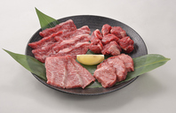 種類豊富な単品メニュー!お肉・海鮮・野菜盛り合わせも