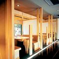 【テーブル4名席】お隣との仕切りのあるお席です。