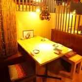 3~4名様にぴったりのテーブル席★ひょうたん型のライトも可愛い♪