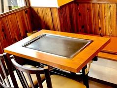 テーブル席(窓側)