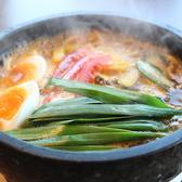 新商品が続々ラインナップ!!特にお客様より好評を頂いている新商品は、熱々の石鍋に具材を入れ、辛みと甘味が特徴なスープをお客様の目の前で注ぐ『石焼タンタン麺』♪こちらの商品もインスタ映え必至のおすすめメニューです!!