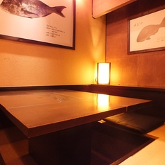 店内奥の隠れ家個室。間接照明の優しい光が包み込みます