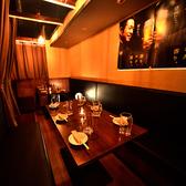 最大12名様用のお座敷席。壁沿いに位置するお席です。落ち着いて過ごされたいお客様へ人気のお席です。女子会、懇親会のほかご家族でのご利用にも好評です。