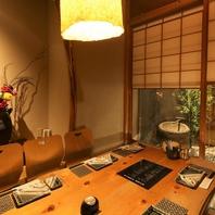 小庭を臨む個室は栄でも大事な接待や会食にも人気です。