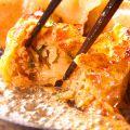 料理メニュー写真アツアツの鉄板でご提供☆爆汁!!「天神餃子」