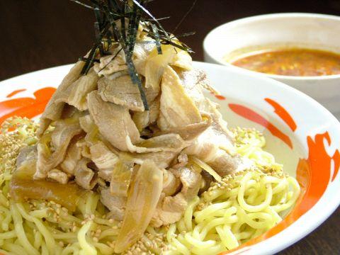 濃厚豚骨スープの『麺屋つけ丸上島店』が一周年!メガ盛り肉つけ980円大人気!