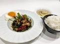料理メニュー写真国産フレッシュタイバジルのガパオライス
