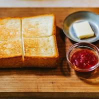 素材の味を感じられる焼き立てパンの数々◎