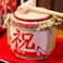 【鏡割り】…還暦のお祝いなどにオススメです。日本酒の入った樽を「せーのっ」で木槌を使って鏡割りしていただきます。もちろん枡のご用意も致します。