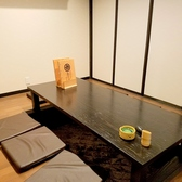 2F掘りごたつ個室。仕切りによりレイアウト変更可能。最大35名様までご利用いただけます。