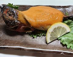 グルクンウニ焼(Caesio diagramama covered in sea urchin)
